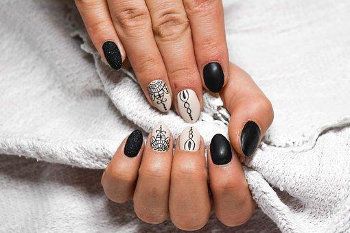 Manicure dla kobiet