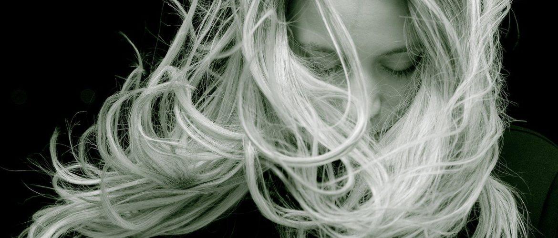 Jak rozjaśnić włosy samodzielnie?